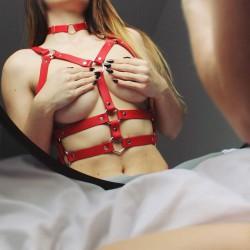 KARESS Salma czerwona skórzana uprząż na ciało