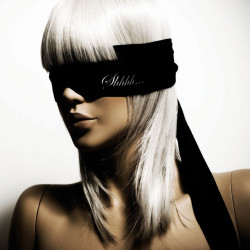 Czarna opaska na oczy Bijoux Indiscrets Shhh